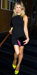 Fergie-adds-a-pop-of-color-to-her-black-dress